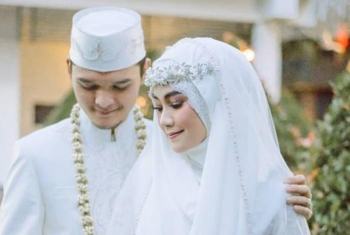 Inspirasi Gaun Resepsi Pernikahan Muslimah Etdg Inspirasi Gaun Pengantin Muslim Anisa Rahma Anandito Dwis