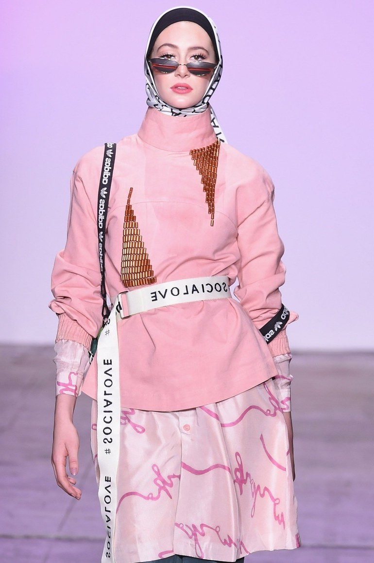 Model Baju Pengantin Muslimah Dian Pelangi Drdp Dian Pelangi Kembali Bawa Hijab Ke Panggung New York Fashion