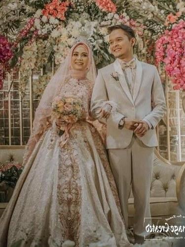 Model Gaun Pengantin Muslimah Untuk orang Gemuk Mndw 8 Inspirasi Gaun Pengantin Muslimah Dari Artis Hingga Selebgram