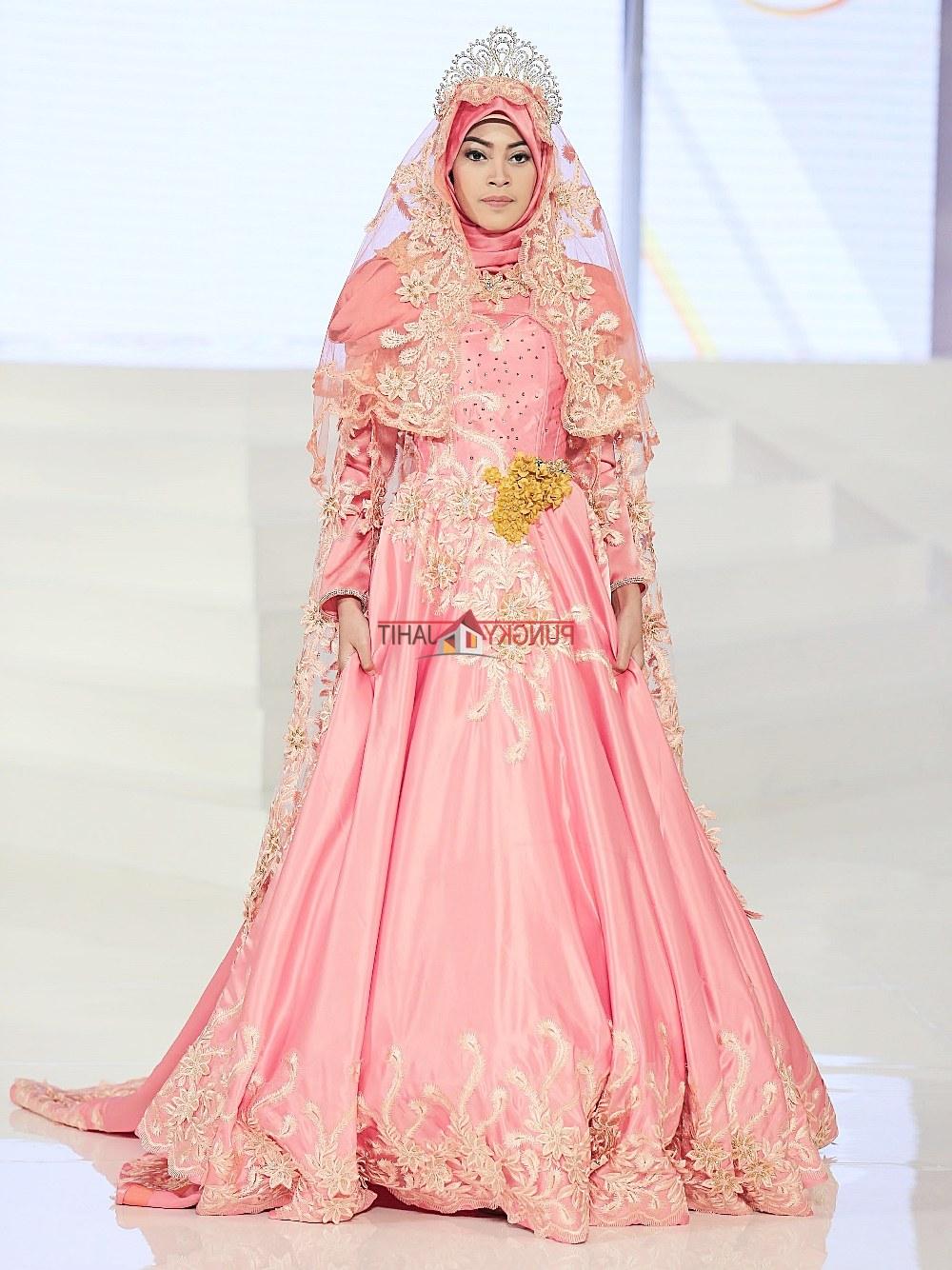 Model Sewa Gaun Pengantin Muslimah Yogyakarta Thdr Gaun Pengantin Muslimah Dress Muslim Pungky Rumah Jahit