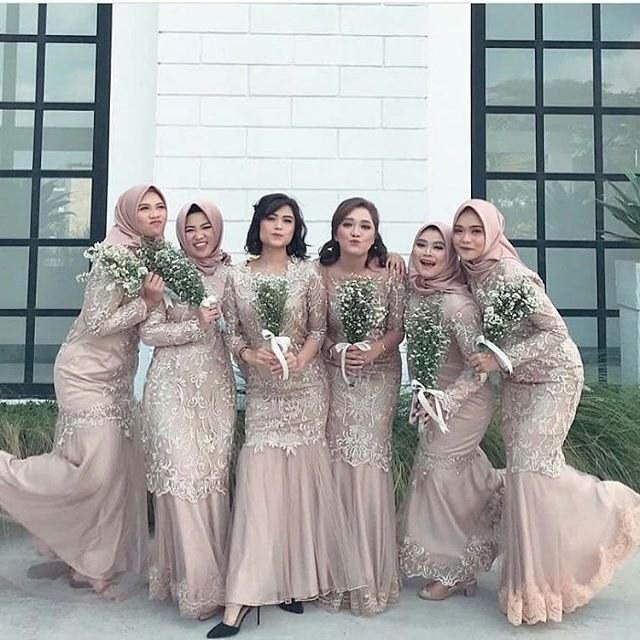 Bentuk Inspirasi Bridesmaid Hijab Wddj Inspirasi Gaun Modern Inspirasi Gaun