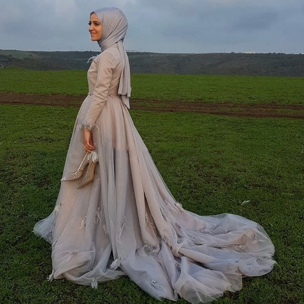 Design Bridesmaid Dresses Hijab Nkde Discount Saudi Arabic Dubai Kaftan Muslim Wedding Dress Long Sleeve Hijab High Neck Feather Crystal Court Train Gothic Black Wedding Gown Vintage