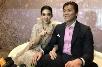 Design Gamis Untuk Acara Resepsi Pernikahan 8ydm 5 Style Artis Saat Hadir Di Resepsi Syahrini Dan Reino