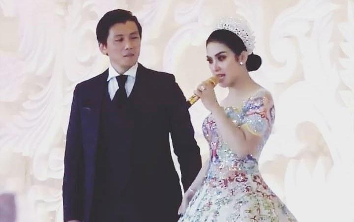 Design Gamis Untuk Acara Resepsi Pernikahan Ipdd Syahrini Dituduh Bohong Undang Luna Maya Ke Resepsi