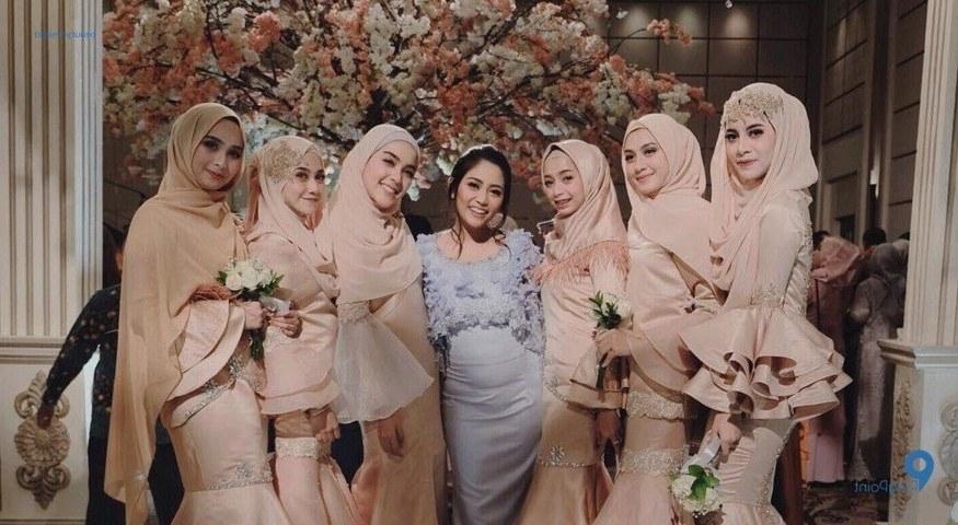 Design Gamis Untuk Acara Resepsi Pernikahan Qwdq Inilah Tutorial Gaya Hijab Ke Pesta Pernikahan