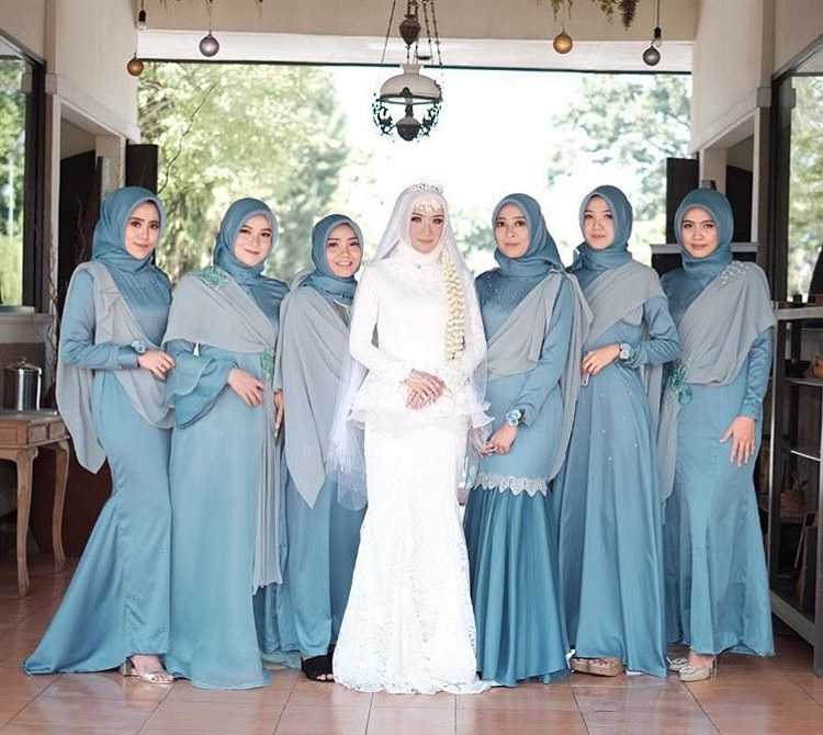 Ide Inspirasi Gaun Bridesmaid Hijab Kvdd Model Kebaya Dress Hijab