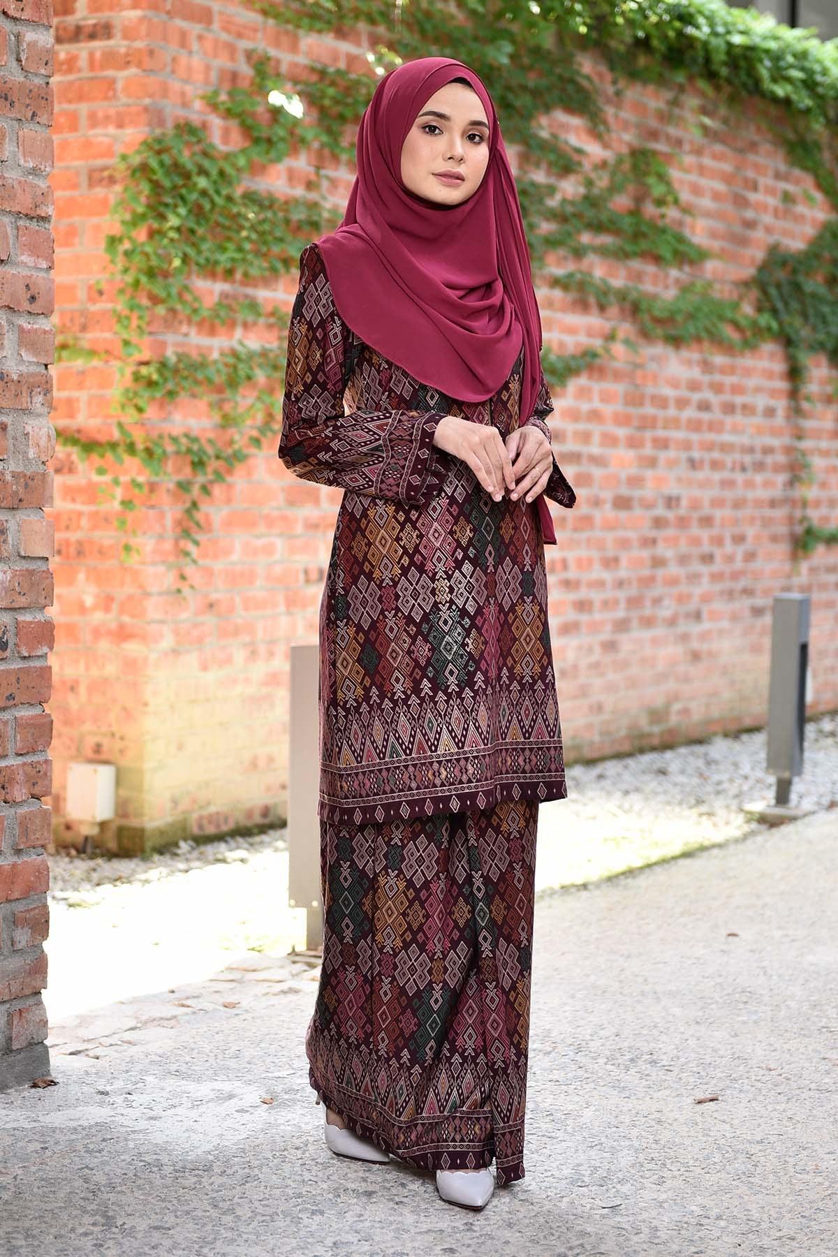 Model Model Baju Bridesmaid Hijab Irdz Baju Kurung songket Luella Deep Maroon