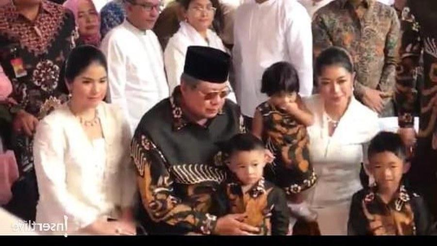 Bentuk Baju Lebaran Cucu Rasulullah S5d8 Makna Batik Hitam Pilihan Ani Yudhoyono Untuk Baju Lebaran