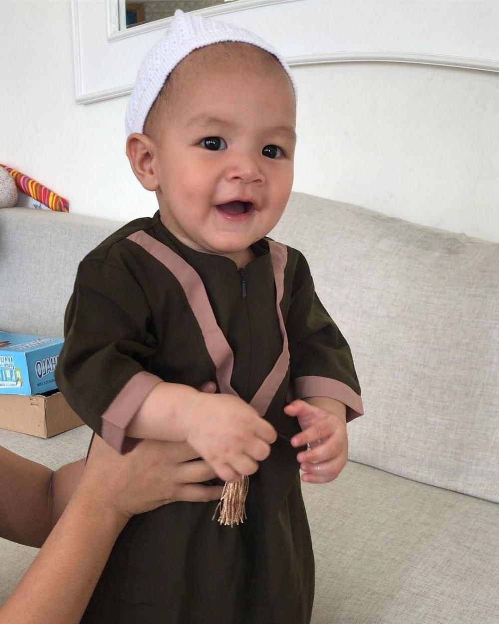 Bentuk Baju Lebaran Ipdd 10 Inspirasi Baju Lebaran Anak Seleb Modis Dan Stylish