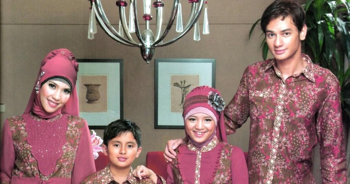 Bentuk Baju Lebaran Keluarga 2018 Q0d4 25 Model Terbaik Baju Batik Keluarga Muslim Untuk
