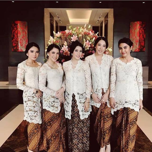 Bentuk Baju Lebaran Keluarga Warna Putih Drdp Cantik & Unik 25 Model Kebaya Seragaman Pengantin Model