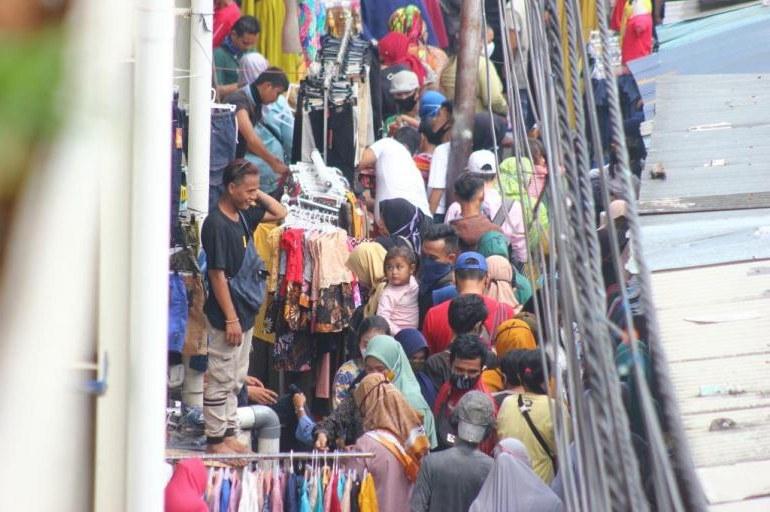 Bentuk Baju Lebaran Tanah Abang Ffdn Warga Nekat Beburu Baju Lebaran Di Pasar Tanah Abang Saat