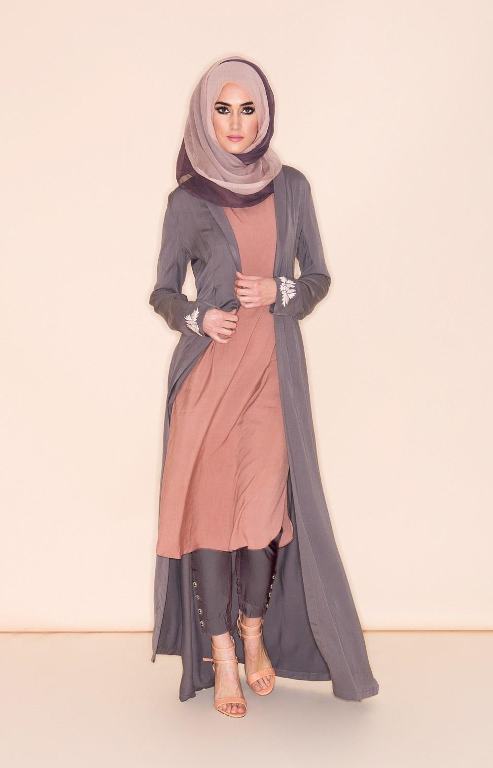 Bentuk Fashion Muslimah Terbaru 2020 Rldj 10 Contoh Model Baju Muslim Terbaru 2018
