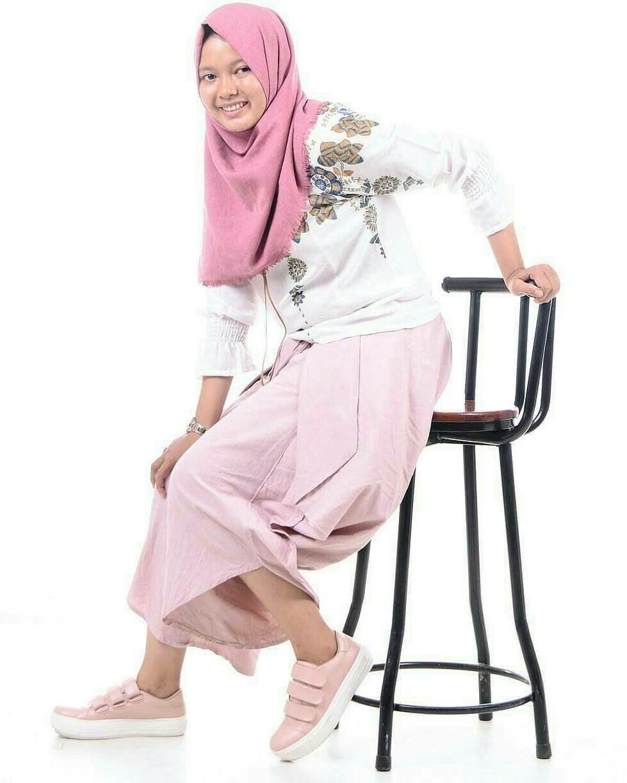 Bentuk Model Baju Lebaran 2018 atasan Mndw 18 Model Baju Muslim Remaja 2018 Terbaru Stylish Casual