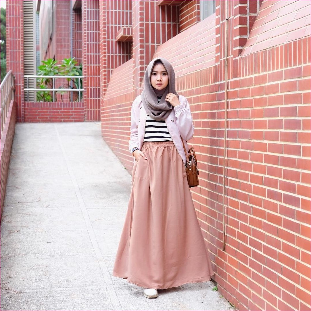 Bentuk Model Baju Lebaran atas Bawah H9d9 35 Trend Outfit Rok Untuk Hijabers Ala Selebgram 2019