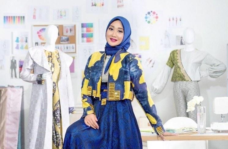 Bentuk Model Baju Lebaran Dian Pelangi 2018 Tldn Fashion Style Ala Dian Pelangi Yang Cocok Dipakai Saat