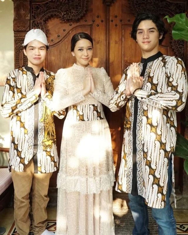 Design Baju Lebaran Ala Selebgram X8d1 20 Parade Seragam Lebaran Dari Famili orang Terkenal