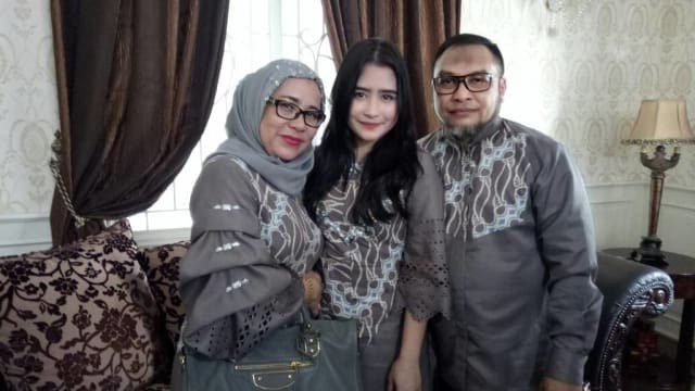 Design Baju Lebaran Prilly Latuconsina Whdr Model Dress Pilihan Seorang Agen Judi Bola Line M88