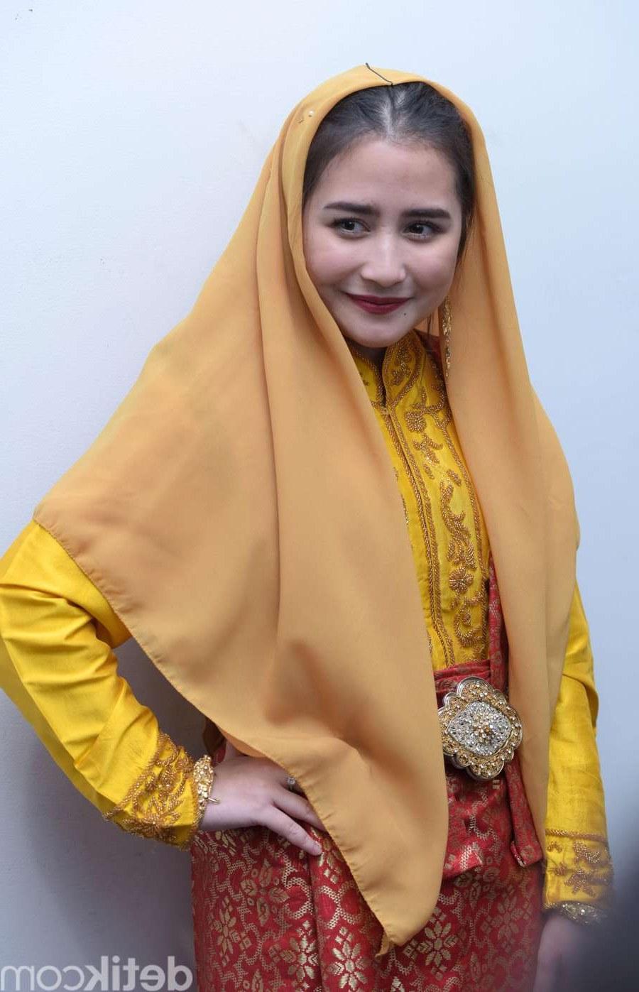 Design Baju Lebaran Prilly Latuconsina Xtd6 Pesona Prilly Latuconsina Saat Mengenakan Baju Adat Aceh