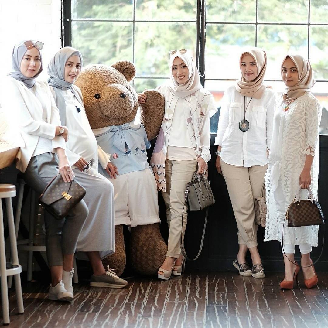 Design Baju Lebaran Tahun 2018 U3dh Inspirasi Model Baju Dan Kerudung Muslim Kekinian Untuk