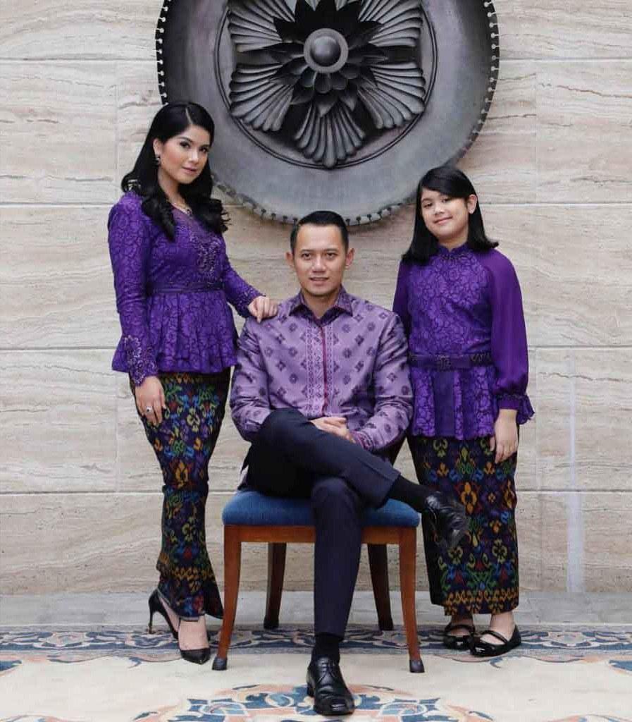 Design Contoh Model Baju Lebaran 2019 Zwd9 Model Baju Seragam Batik Keluarga Model Baju Trend 2019