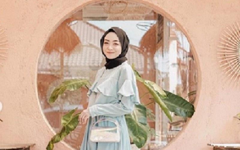 Design Fashion Muslimah Kekinian Whdr Cantiknya Fashion Ruffles Kekinian Ala Hijabers Lihat Yuk