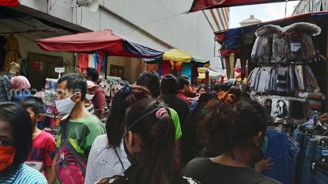 Design Mencari Baju Lebaran Nkde Warga Membludak Buru Baju Lebaran Di Pasar Tanah Abang