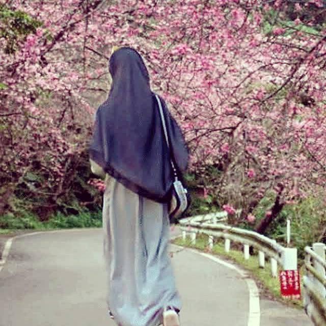Design Muslimah Bercadar Dari Belakang Budm Koleksi Terpopuler 25 Gambar Kartun Wanita Berhijab Dari