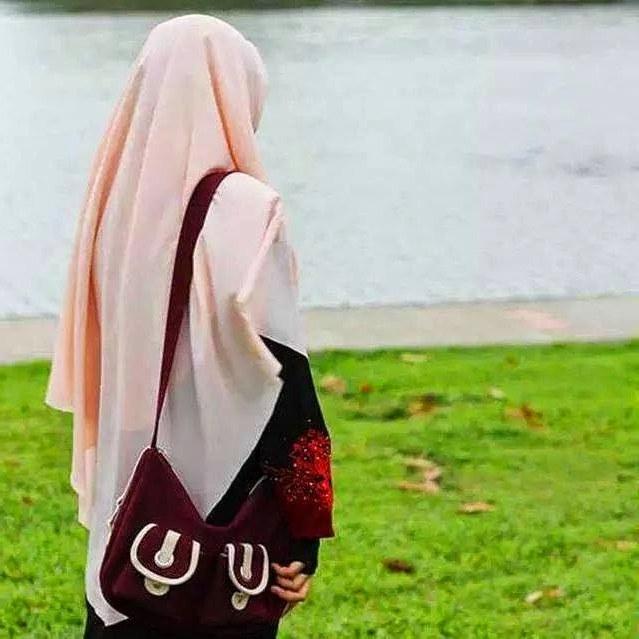 Design Muslimah Bercadar Dari Belakang Ffdn Oviantari Puput Keistimewaan Wanita Berjilbab