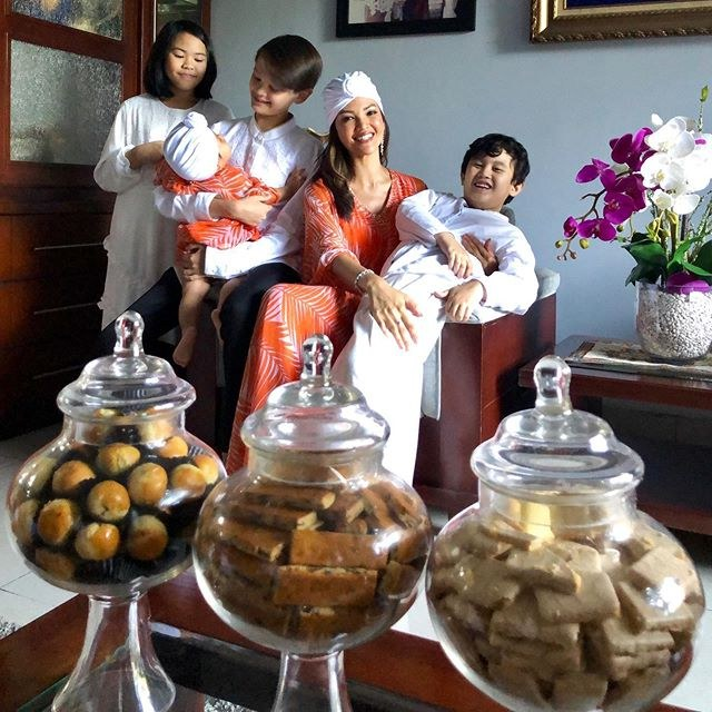 Ide Baju Lebaran Ala Korea Txdf Gaya Baju Lebaran Mewah Dan Mahal Para Artis Indonesia