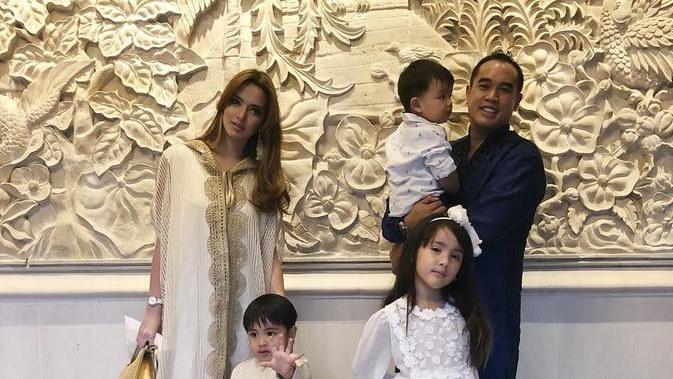 Ide Baju Lebaran Nia Ramadhani 3ldq Nia Ramadhani Bikin Baju Seragam Keluarga Khusus Lebaran