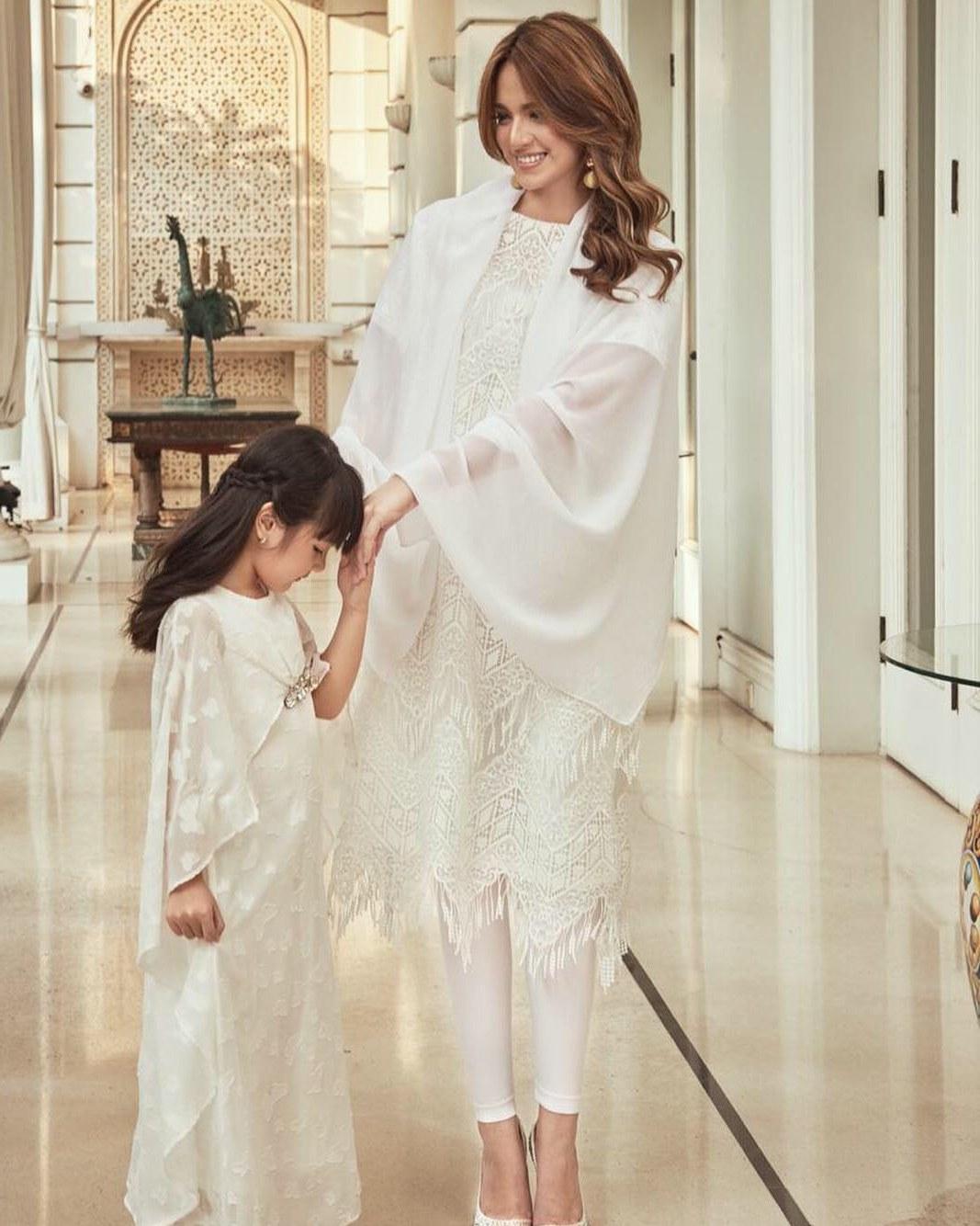 Ide Baju Lebaran Nia Ramadhani Jxdu 5 Penampilan Nia Ramadhani Dengan Busana Serba Putih