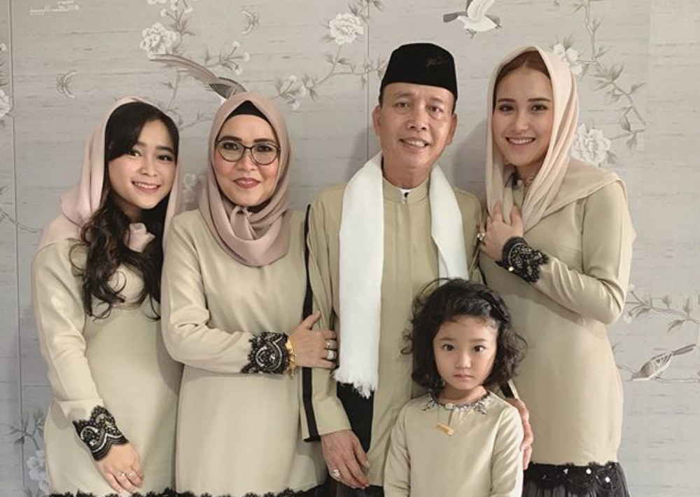 Ide Baju Lebaran Para Artis Wddj Gaya Baju Lebaran Mewah Dan Mahal Para Artis Indonesia