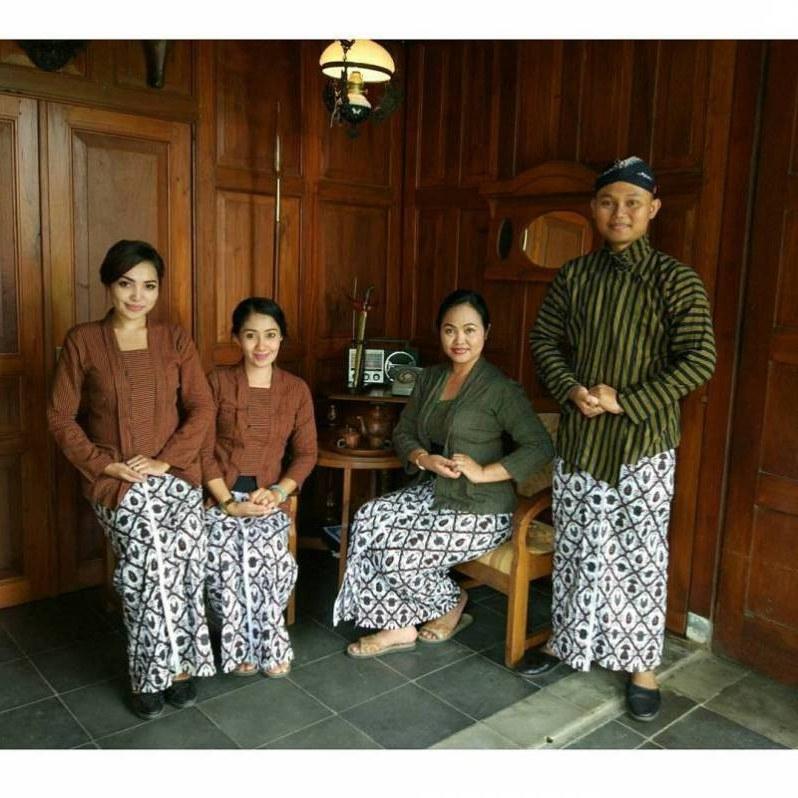 Ide Baju Lebaran Untuk Laki Laki E9dx 8 Daftar Pakaian Adat Yogyakarta Modern Gagrak Lurik