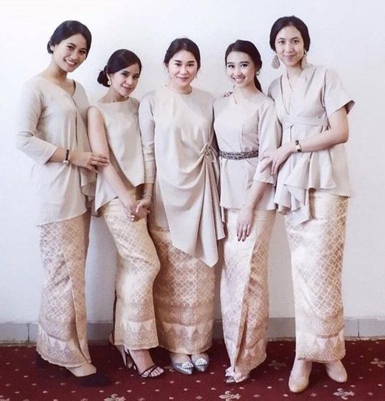 Ide Model Baju Lebaran atasan Kvdd 10 Model Kebaya Dan atasan Modern Untuk Inspirasi Busana