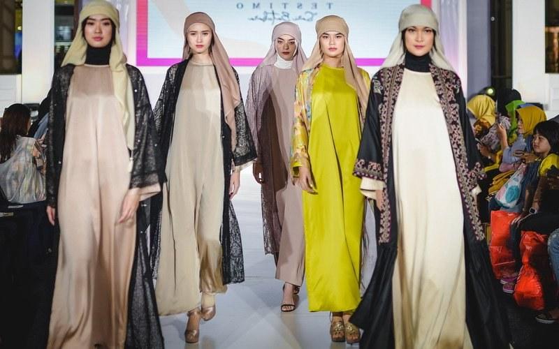 Ide Trend Warna Baju Lebaran 2019 Dwdk Baju Kaftan Tetap Diminati Untuk Tren Lebaran 2019