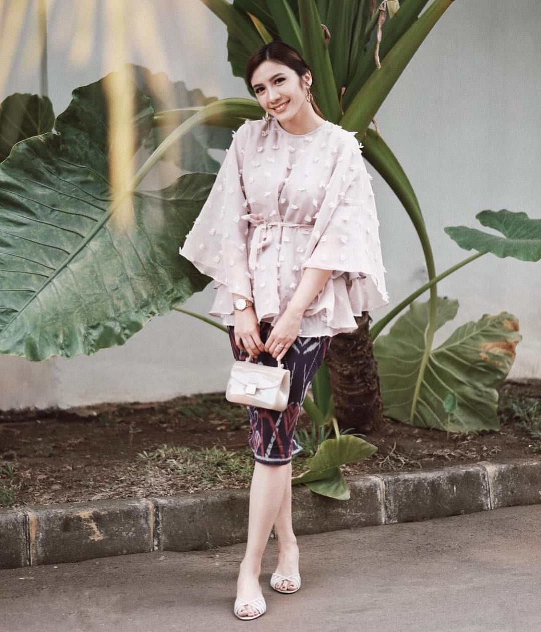 Inspirasi Baju Lebaran Brokat 2018 Drdp 17 Model Baju Pesta Brokat 2018 Edisi Gaun Blouse