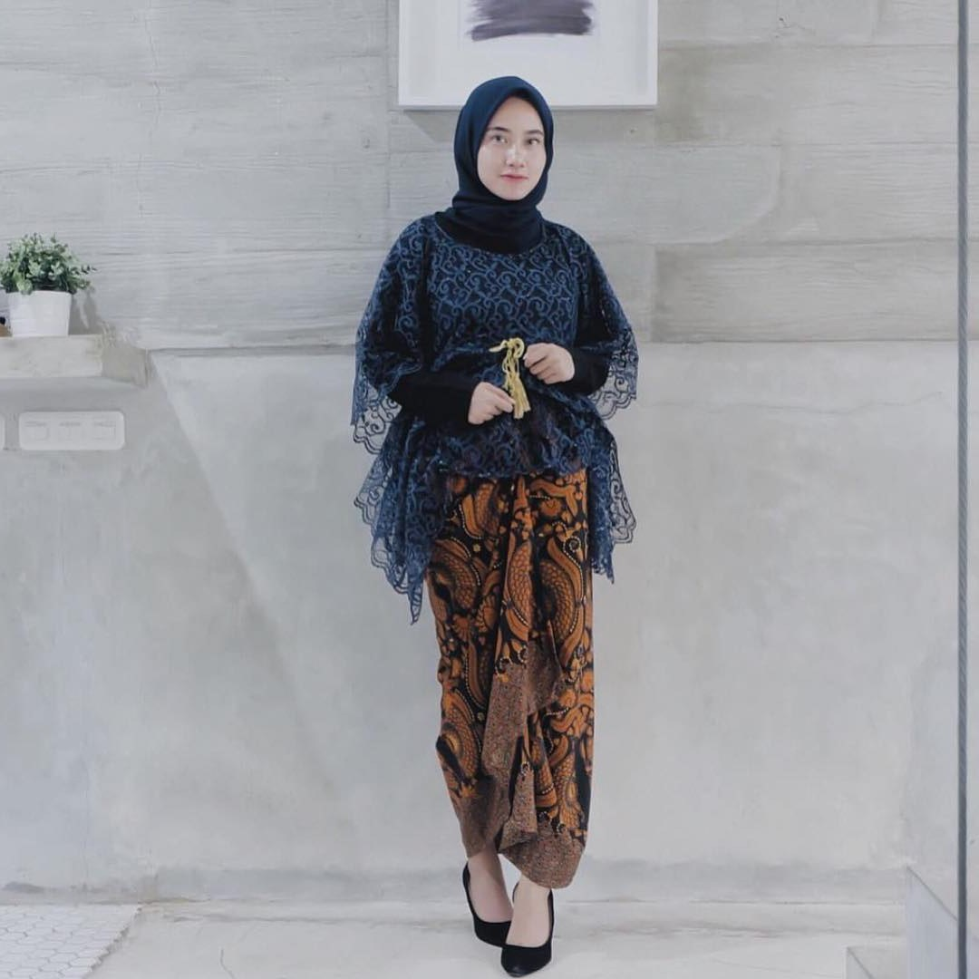 Inspirasi Baju Lebaran Brokat 2018 H9d9 17 Model Baju Pesta Brokat 2018 Edisi Gaun Blouse