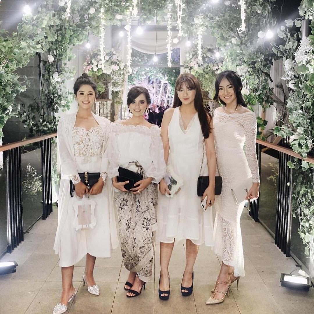Inspirasi Baju Lebaran Brokat 2018 T8dj 17 Model Baju Pesta Brokat 2018 Edisi Gaun Blouse