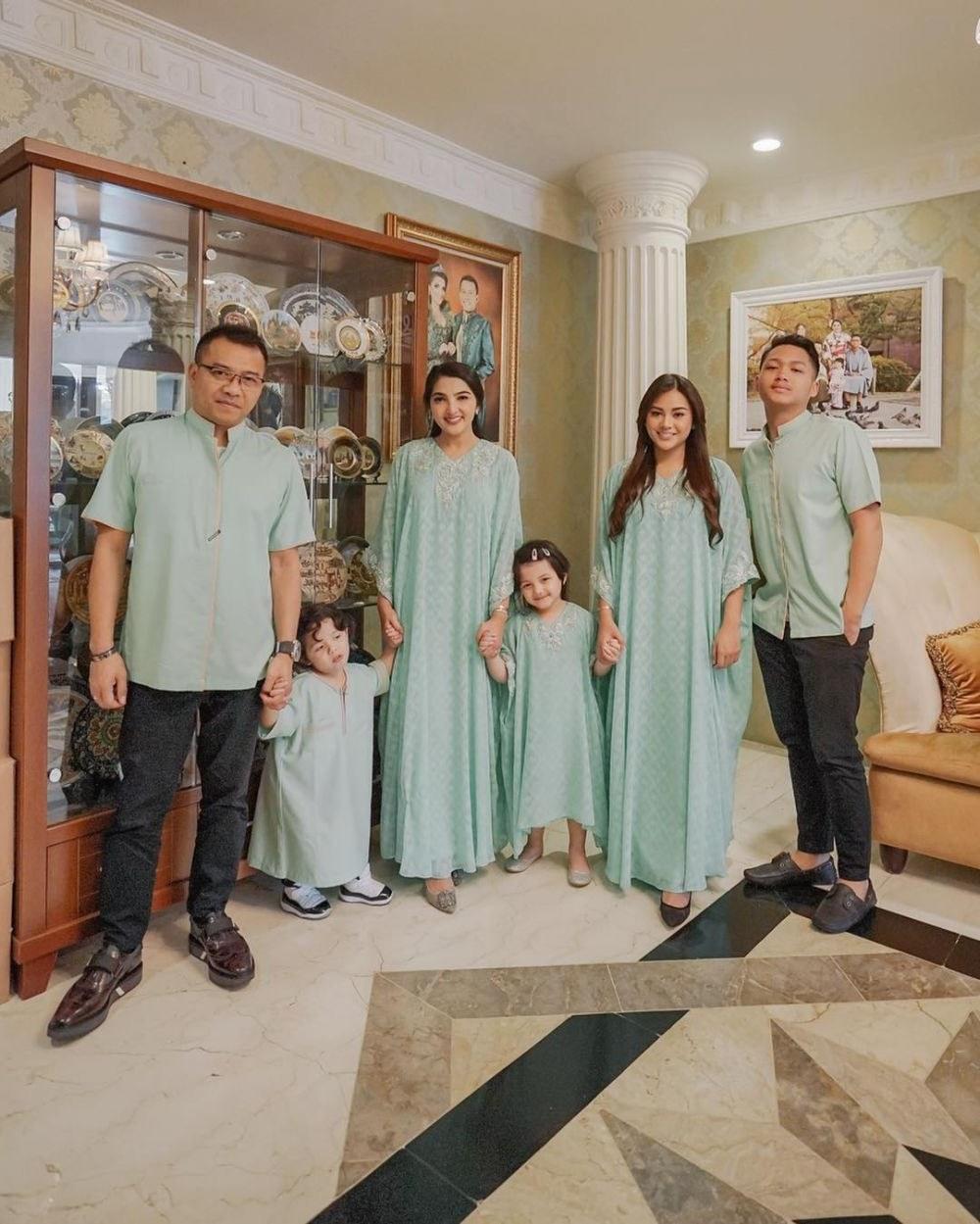 Inspirasi Baju Lebaran Keluarga Anang ashanty 9ddf Intip 10 Gaya Fashion Keluarga Anang ashanty Selalu Hits