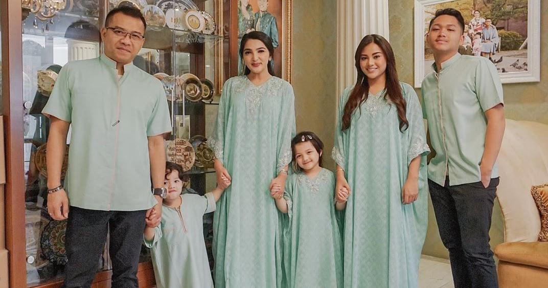 Inspirasi Baju Lebaran Keluarga Anang ashanty Ftd8 Anang Lebaran Serba Hijau Dan Masa Tua Di Bali Tulkenyut