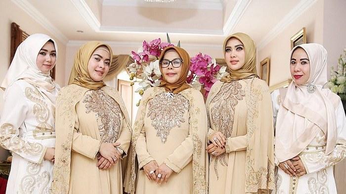 Inspirasi Baju Lebaran Keluarga Anang ashanty O2d5 Begini Penampilan Syahrini Dan Keluarga Di Hari Raya Idul