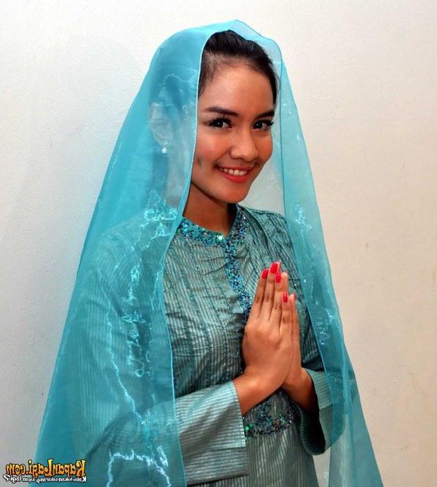 Inspirasi Baju Lebaran Yang Cantik 8ydm Intan Nuraini Di Masjid Al Bina Senayan Kapanlagi