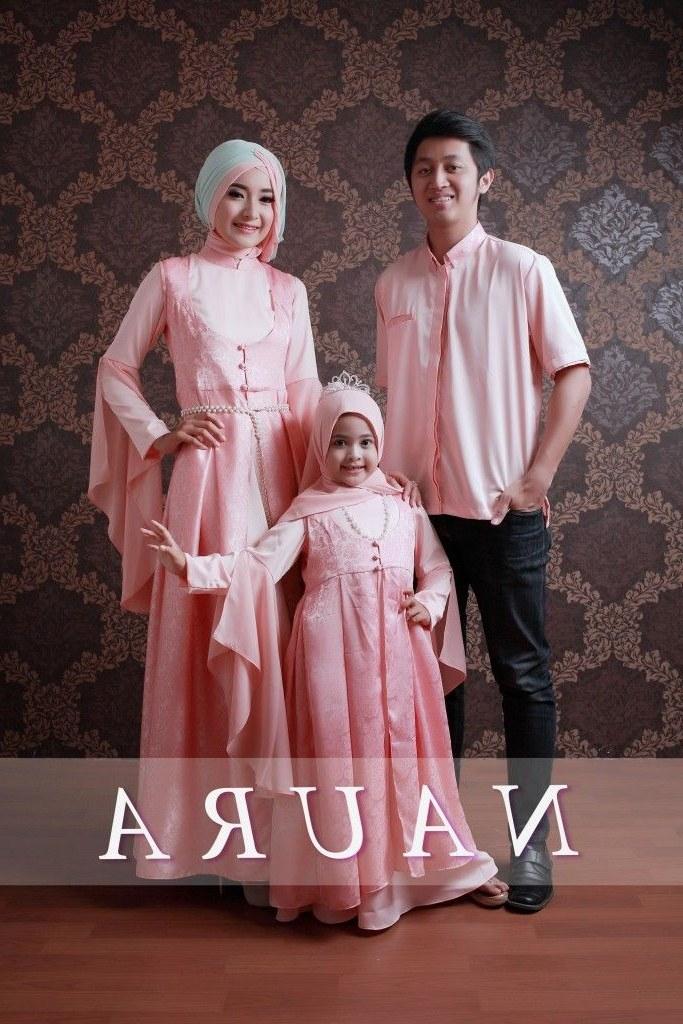 Inspirasi Model Baju Lebaran Untuk Keluarga Bqdd Pin Oleh Gamis Pesta Di Sarimbit Pesta Keluarga
