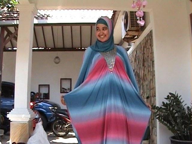 Model Baju Lebaran Ala Syahrini Nkde Gamis Syahrini Trend Modis Lebaran Kaum Muslimah