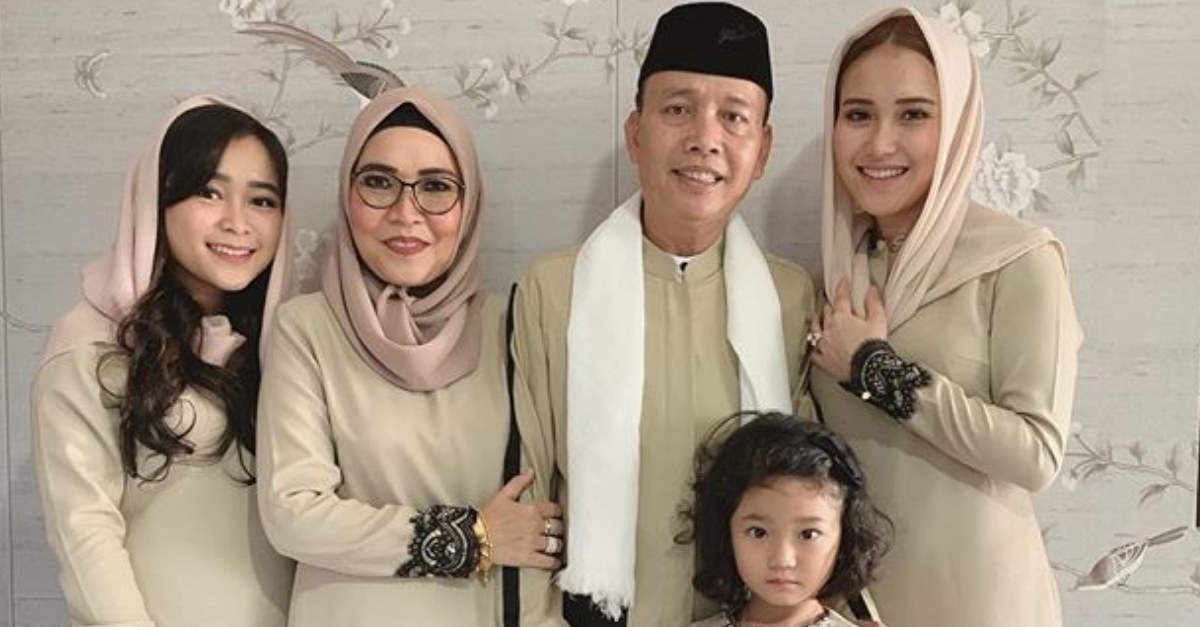 Model Baju Lebaran Ayu Ting Ting 8ydm Gaya Baju Lebaran Mewah Dan Mahal Para Artis Indonesia