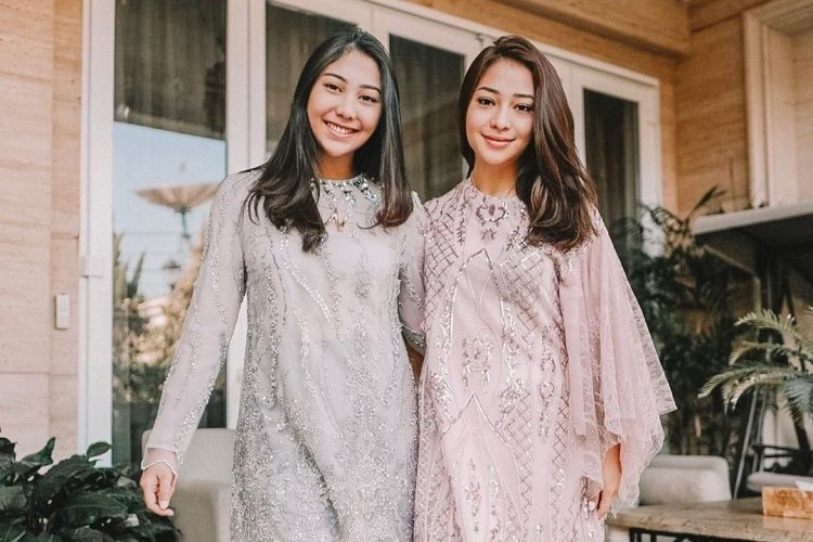 Model Baju Lebaran Mewah 4pde Mengintip Baju Lebaran Para Artis Dari Yang Sederhana