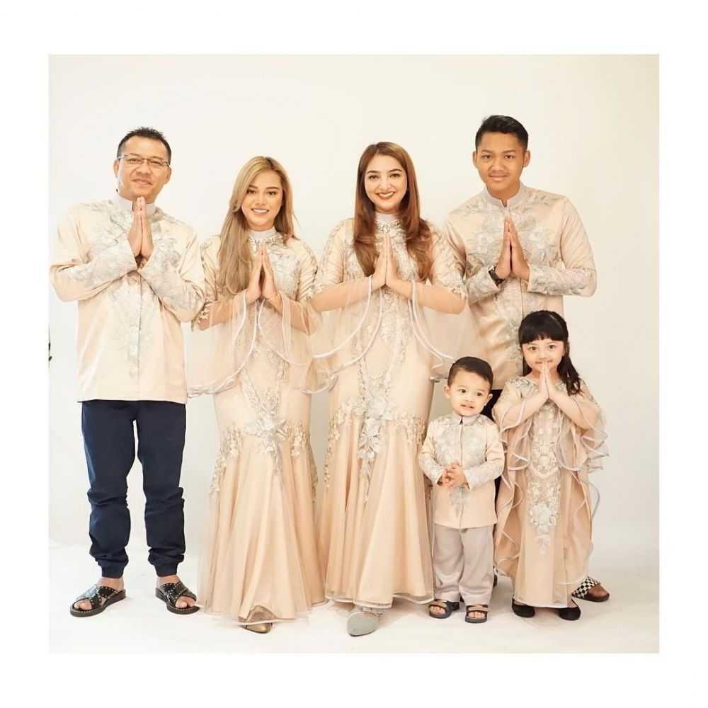 Model Inspirasi Baju Lebaran Keluarga 3id6 Cek 15 Inspirasi Model Baju Couple Keluarga Gotomalls