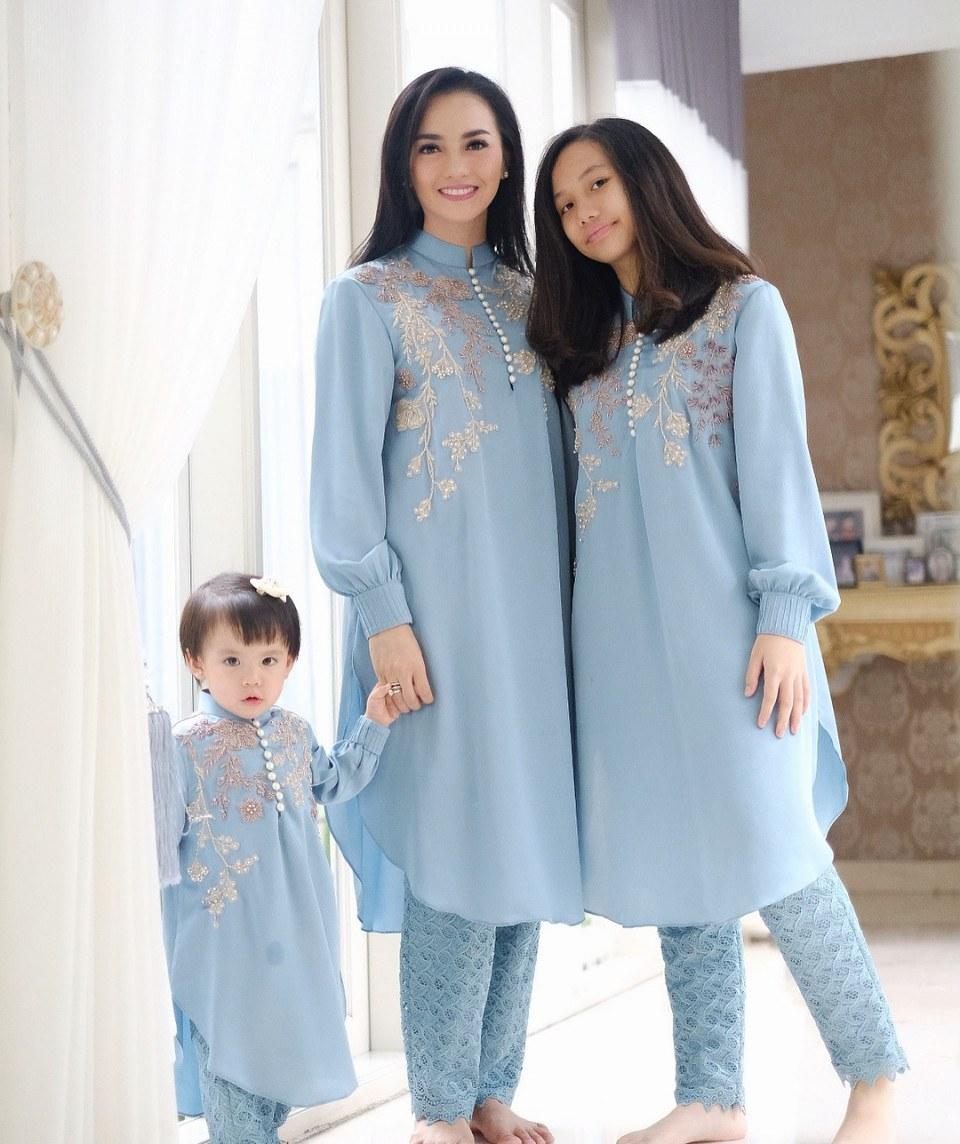 Model Inspirasi Baju Lebaran Keluarga D0dg Inspirasi Busana Lebaran Untuk Foto Keluarga Dari Artis