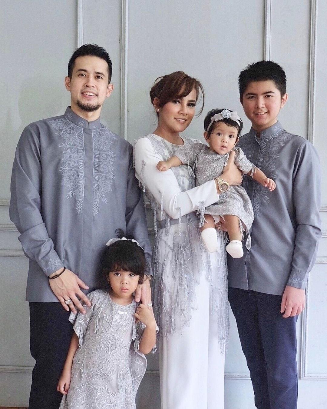 Model Inspirasi Baju Lebaran Keluarga Qwdq Baju Lebaran Buat Keluarga Mainmata Studio